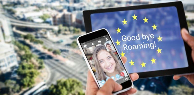 关闭的综合图象使用数字式片剂和手机的手 库存照片
