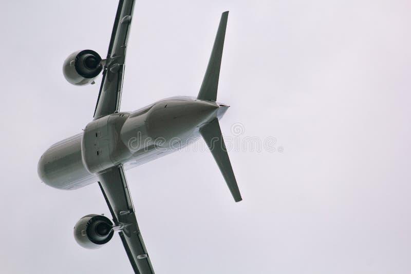 关闭离去的飞机,有可看见的机体细节的 库存照片
