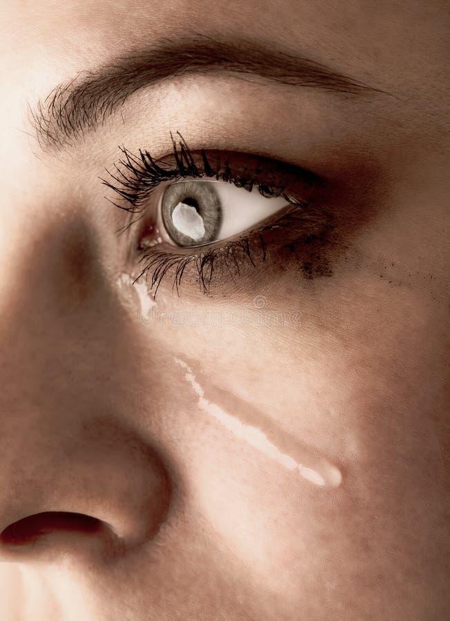 关闭秀丽女孩哭喊 有泪花的妇女在面孔 免版税库存照片