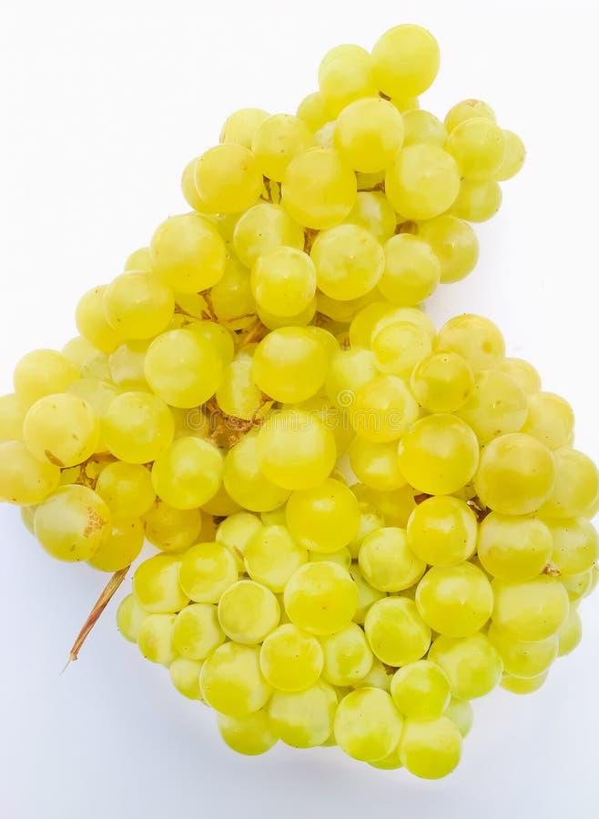 关闭绿色葡萄隔绝有白色背景 免版税库存照片