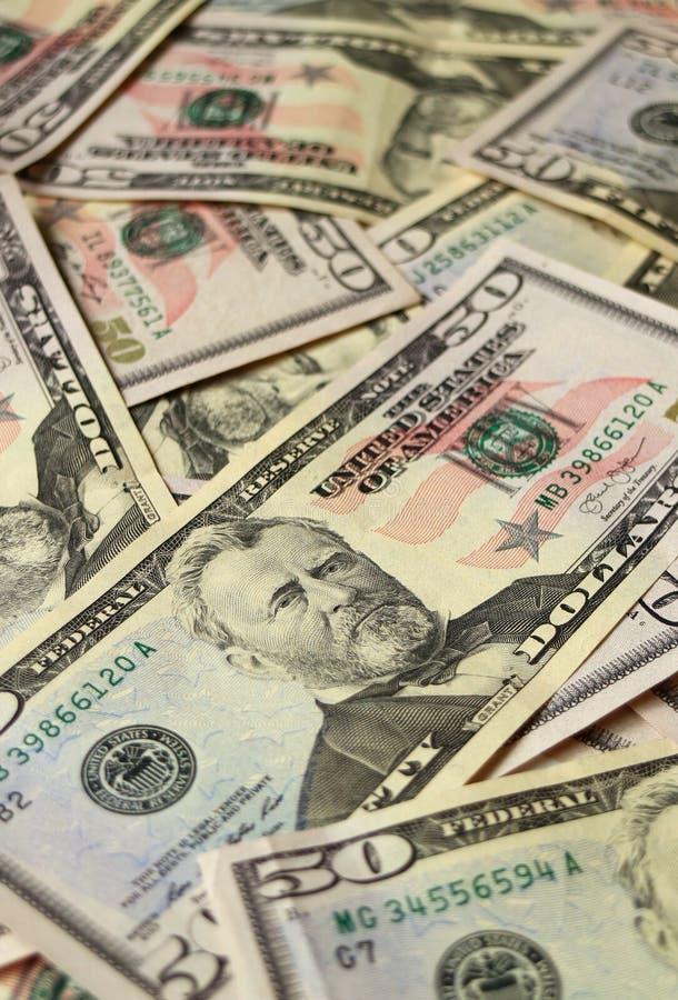 关闭美国堆五十美金,垂直的照片 库存照片