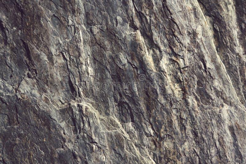 关闭老和肮脏的岩石或石纹理 免版税库存照片