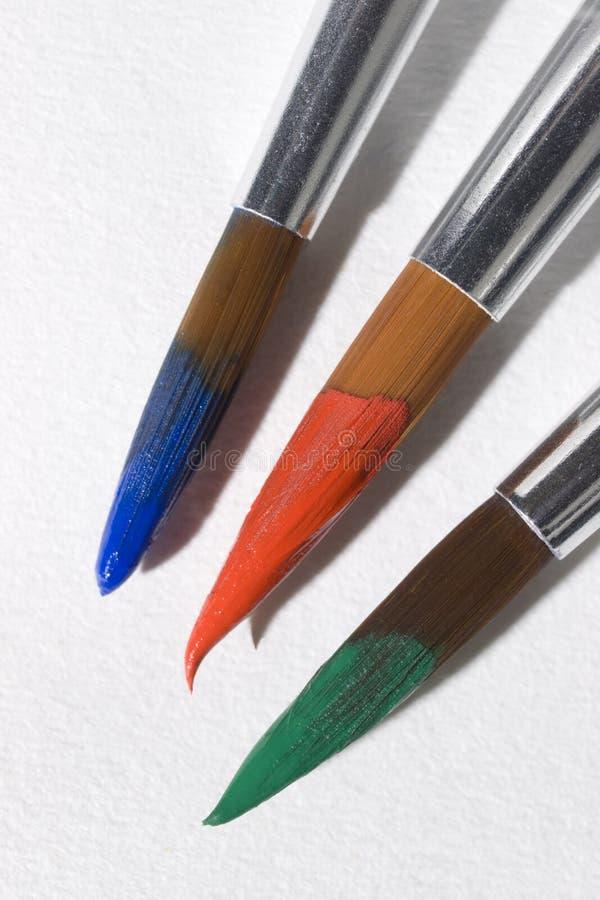 关闭艺术画笔浸洗与油漆 库存图片
