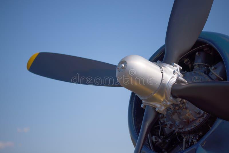 关闭葡萄酒二战战斗机飞机的引擎和推进器 库存图片