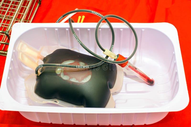 关闭袋子血液和等离子和橡皮泳圈 免版税图库摄影