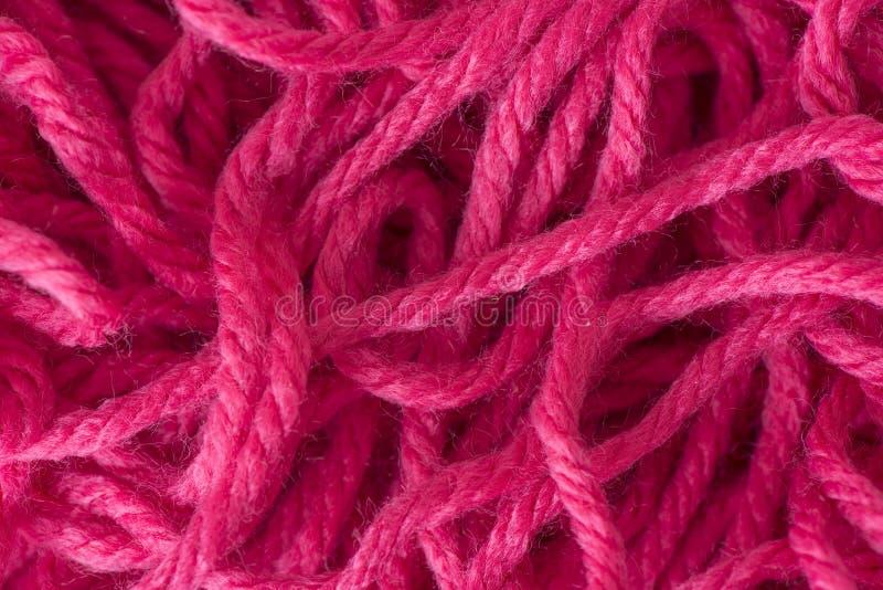 关闭被缠结的红色毛线 免版税库存照片