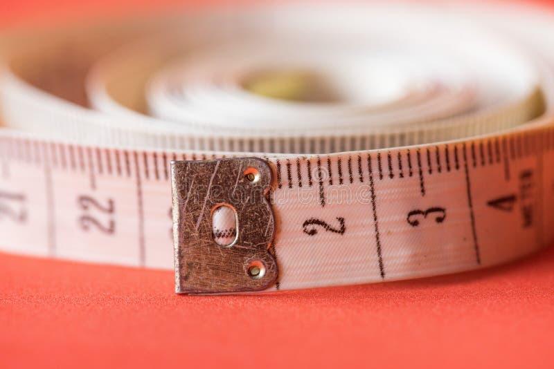 关闭裁缝测量的磁带 免版税库存图片