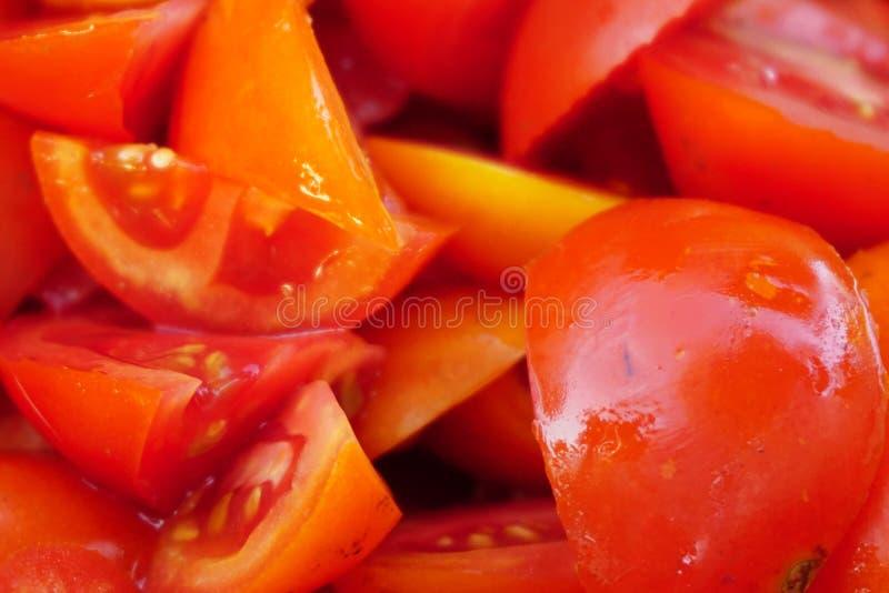 关闭许多模子蕃茄,调味汁的新鲜水果 免版税库存图片