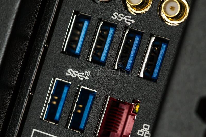 关闭输入-输出盘区在有USB的3一台计算机背后 0?? 免版税图库摄影
