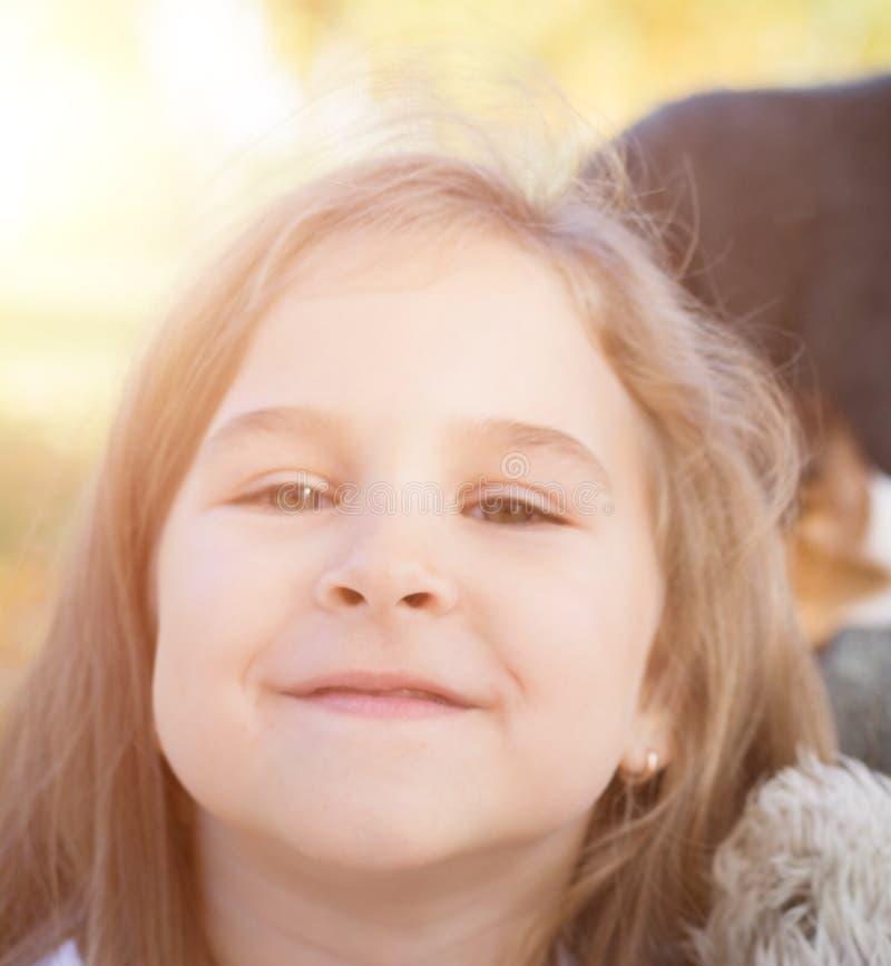 关闭逗人喜爱的小女孩纵向 免版税库存照片