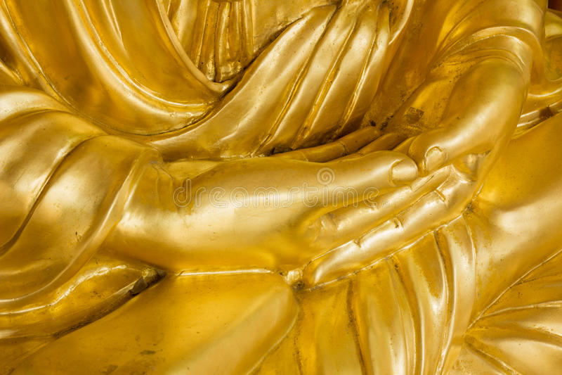 关闭金菩萨雕象的手 免版税库存图片
