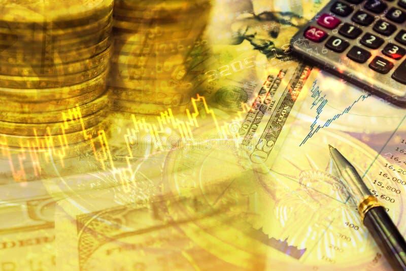 关闭金钱硬币和钞票与储蓄图表 库存例证
