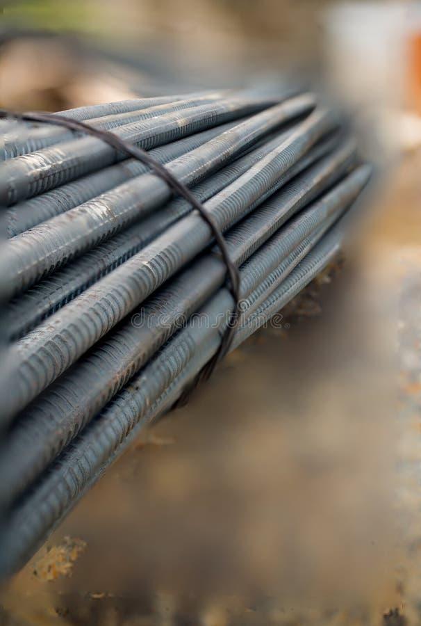 关闭铁棍在建造场所 免版税图库摄影