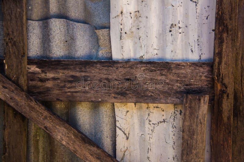关闭锌和木头 免版税库存图片