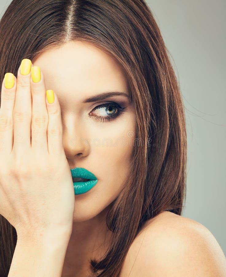 关闭面孔在秀丽的妇女模型 库存图片