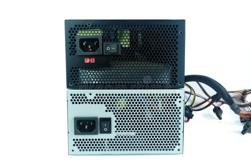 关闭2力量supplys开关和缆绳插座与缆绳单位的计算机在白色隔绝的个人计算机零件的 库存照片
