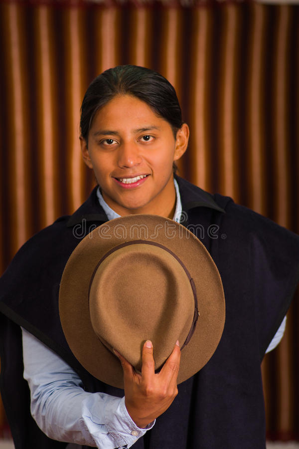 关闭年轻土产拉丁美洲的人画象  免版税库存照片