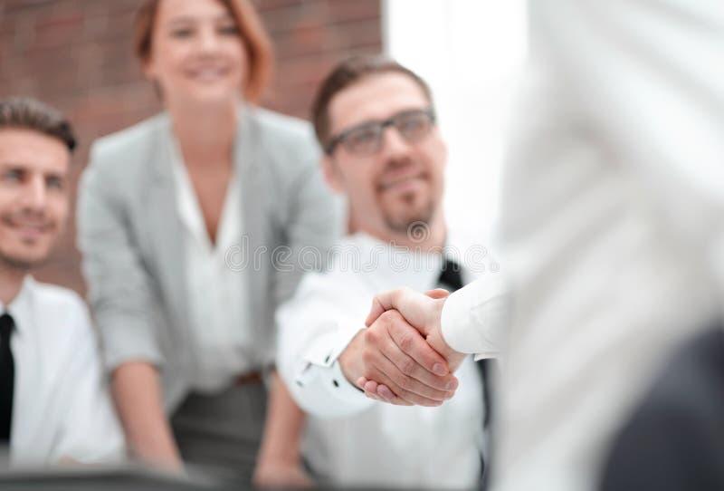 关闭 握手商务伙伴 免版税库存照片