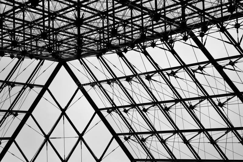 Download 在天窗2的玻璃金字塔 库存照片. 图片 包括有 金刚石, 博物馆, 著名, 结构, 欧洲, 现代, 争论 - 30328624