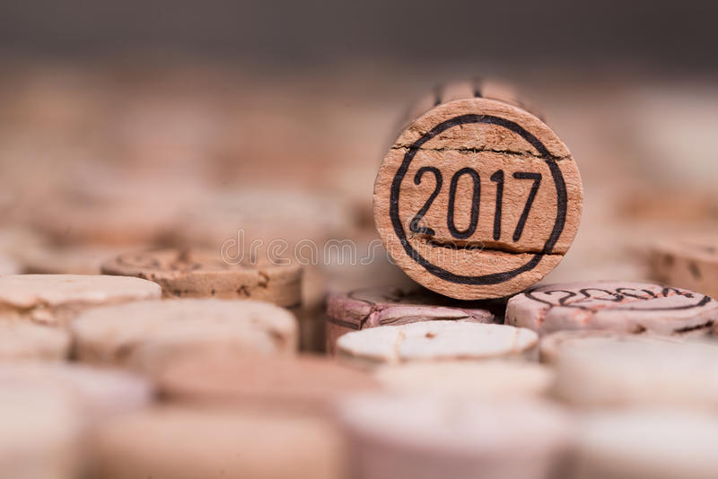 关闭2017年葡萄酒新年与copyspace的酒黄柏 免版税库存图片