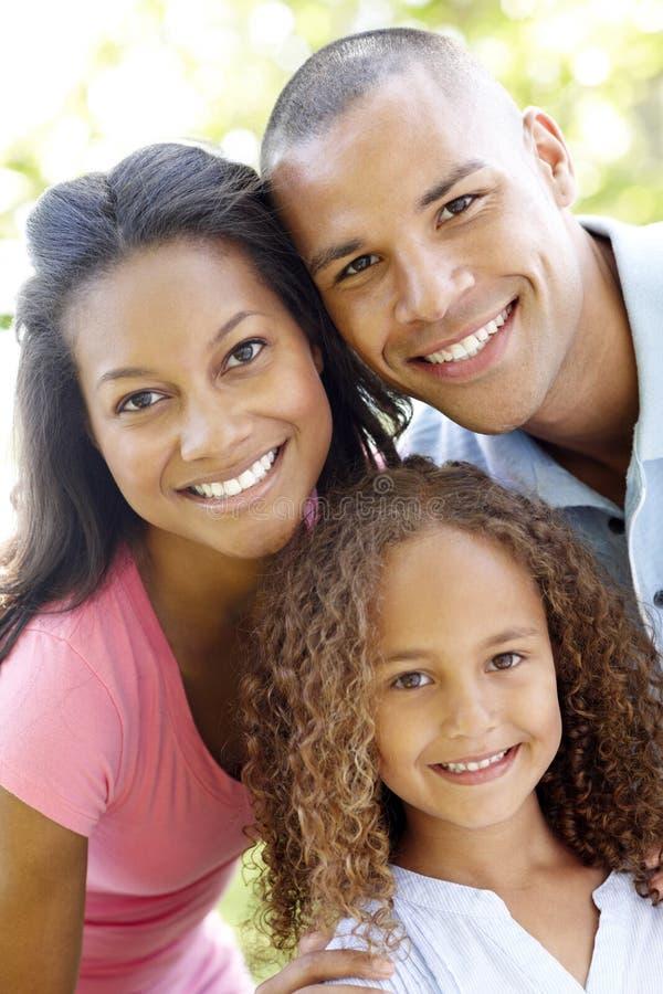 关闭年轻非裔美国人的家庭画象  库存照片