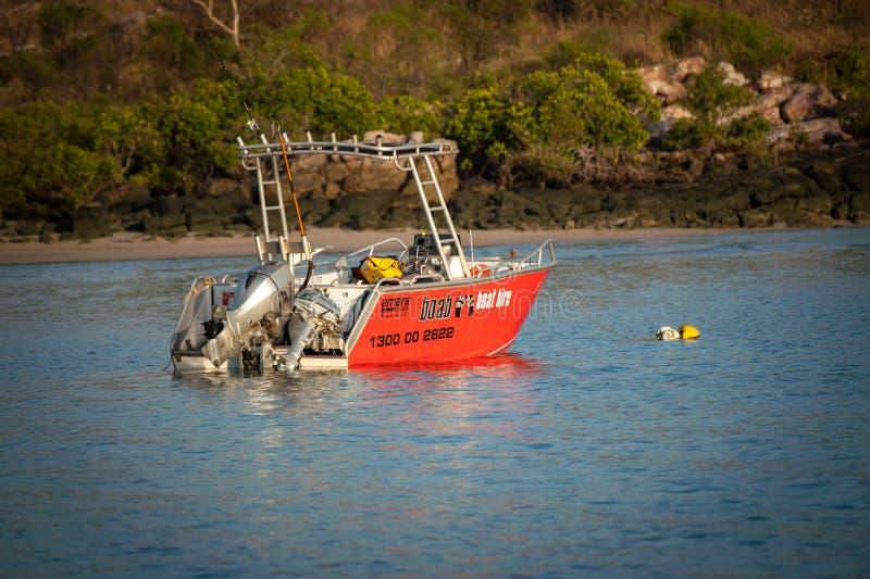 关闭Boab小船在蜜月湾停泊的聘用小船Kalumburu 免版税库存照片