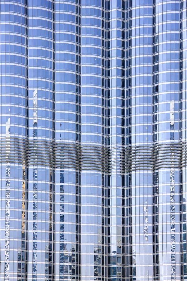 关闭Burj哈利法塔门面2013年3月采取的21日在迪拜,阿联酋。 库存图片