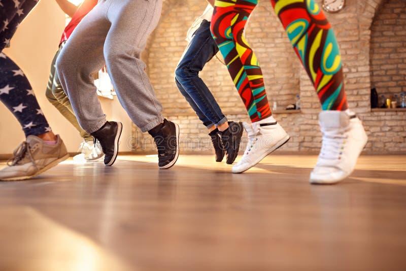 关闭dancer's腿 免版税图库摄影