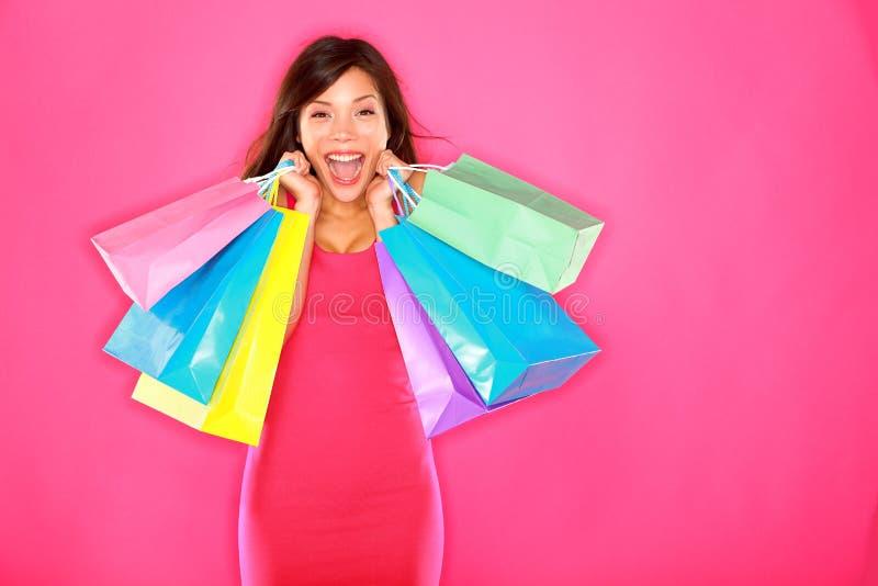 兴奋愉快的购物妇女 免版税库存图片