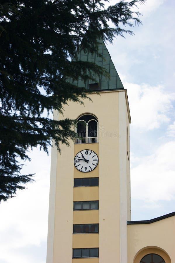 其中一个在圣詹姆斯教会的塔在Medjugorje 图库摄影
