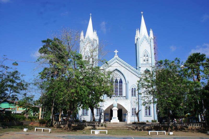 其中一个在巴拉望岛海岛上的最大的大教堂在普林塞萨港,菲律宾 免版税库存照片