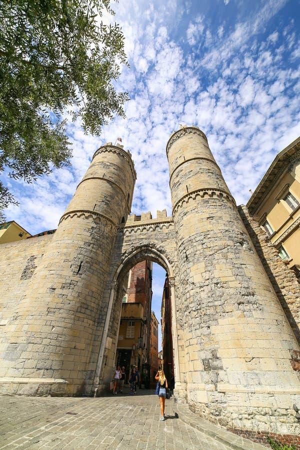 其中一个城市,波尔塔索普拉纳或安得烈` s门的古老门在热那亚 免版税库存图片