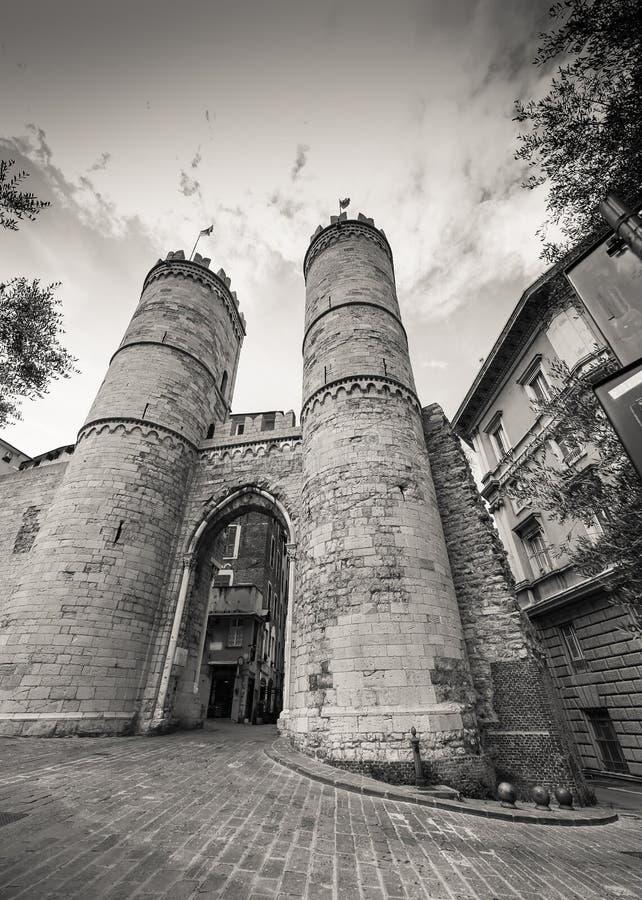 其中一个城市,波尔塔索普拉纳或安得烈` s门的古老门在热那亚 图库摄影