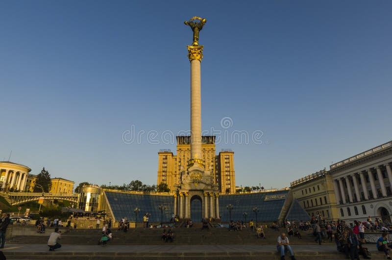 其中一个基辅独立广场(Maidan Nezalezhnosti)的标志在城市的中心 免版税库存图片