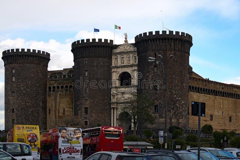 其中一个游人的喜爱的地方在那不勒斯-新的城堡Castel Nuovo 免版税图库摄影