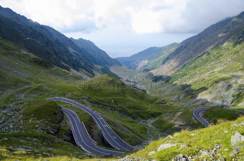其中一条在被找出的世界的最美丽的山路  库存照片