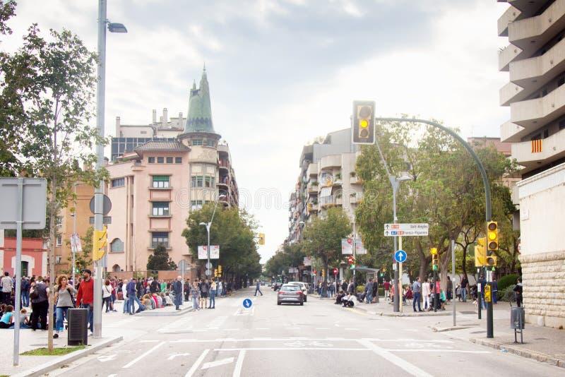 其中一条有每日熙来攘往的主要希罗纳街道 免版税图库摄影