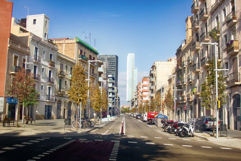其中一条次要巴塞罗那街道 免版税库存照片