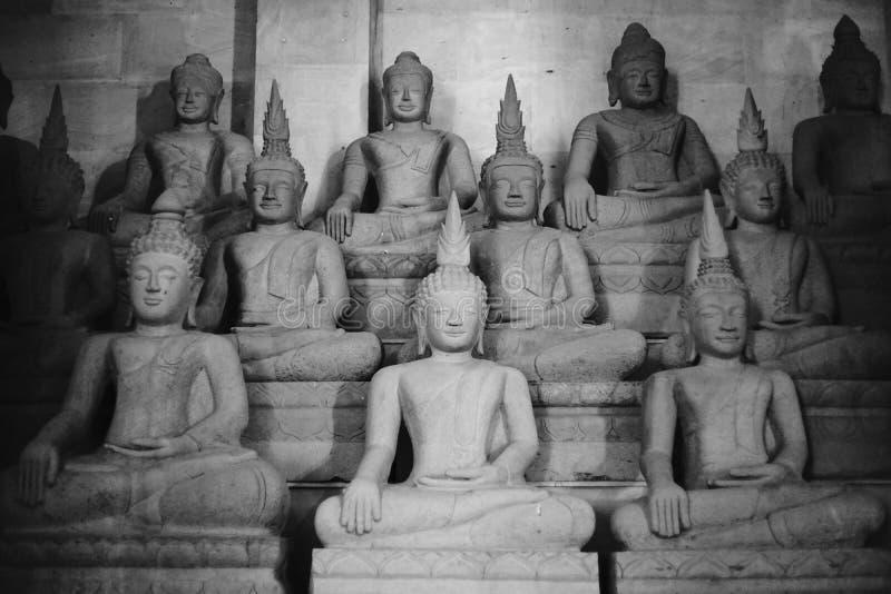 其他菩萨雕象作为佛教宗教,黑白大反差图片样式护身符使用的菩萨图象  免版税库存图片