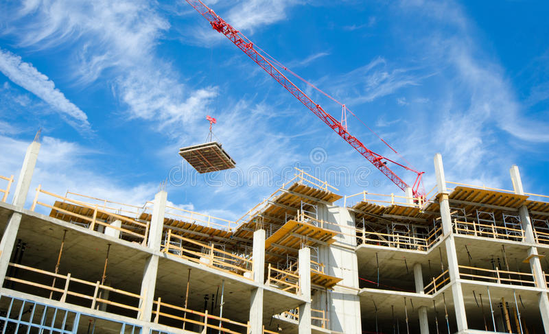 具体高层建造场所,有塔吊的 免版税图库摄影
