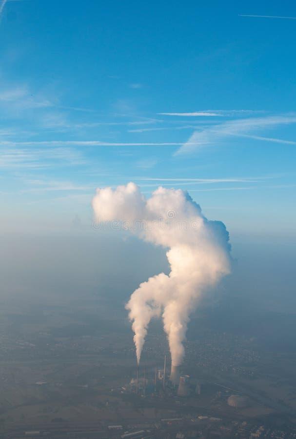 具有云的发电厂 库存照片