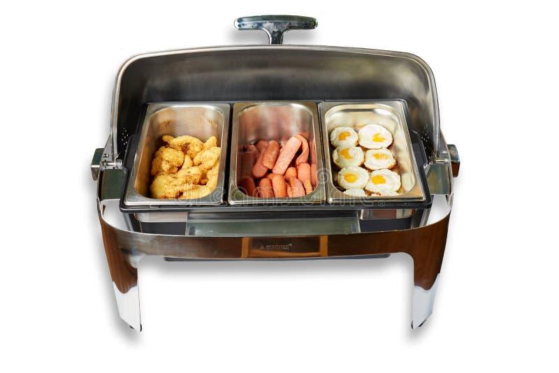 具有蒸汽保温设备的餐桌用鸡蛋和香肠 库存图片