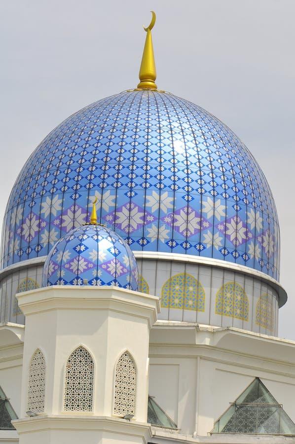 具有马来西亚的第5位总理父亲的名字的圆顶和尖塔艾伯都拉Fahim清真寺 免版税库存照片