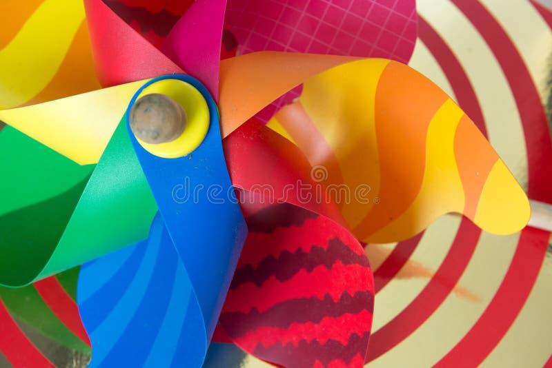 经典五颜六色的风车玩具 免版税库存图片