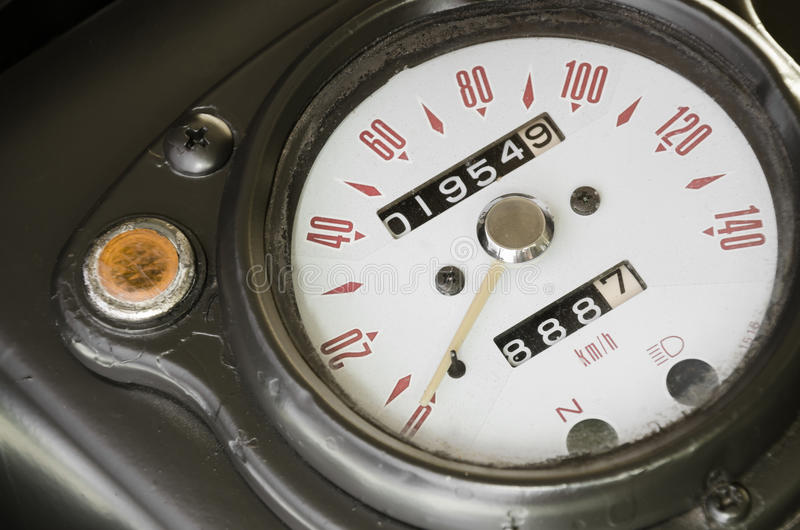 经典军用摩托车车速表有减速火箭的样式的 库存图片