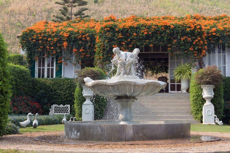 经典喷泉 免版税库存照片