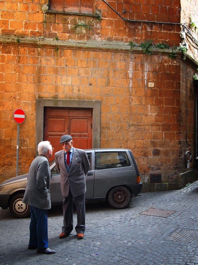 典型意大利场面的街道 免版税库存图片