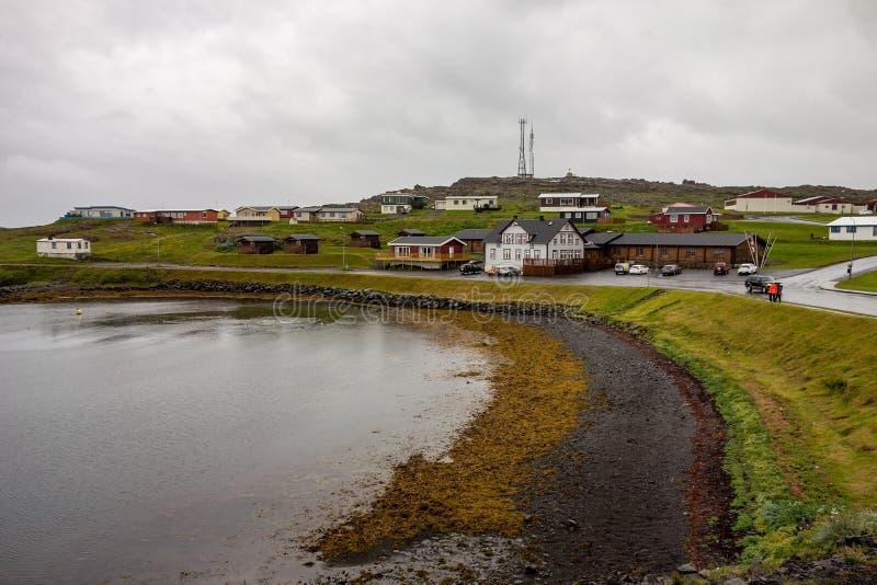 典型的坏多云天气在Djupivogur,冰岛 库存图片
