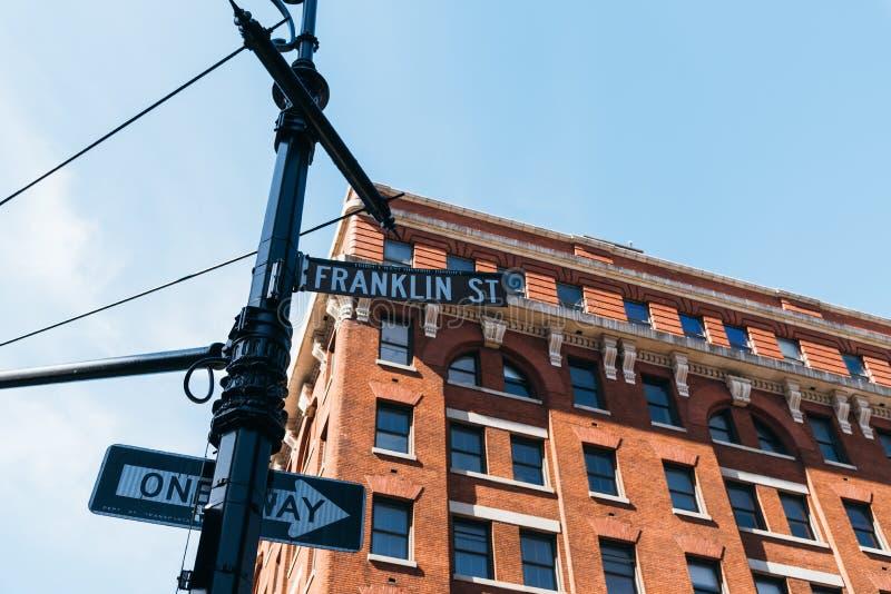 典型的大厦和街道名字签到纽约 库存照片