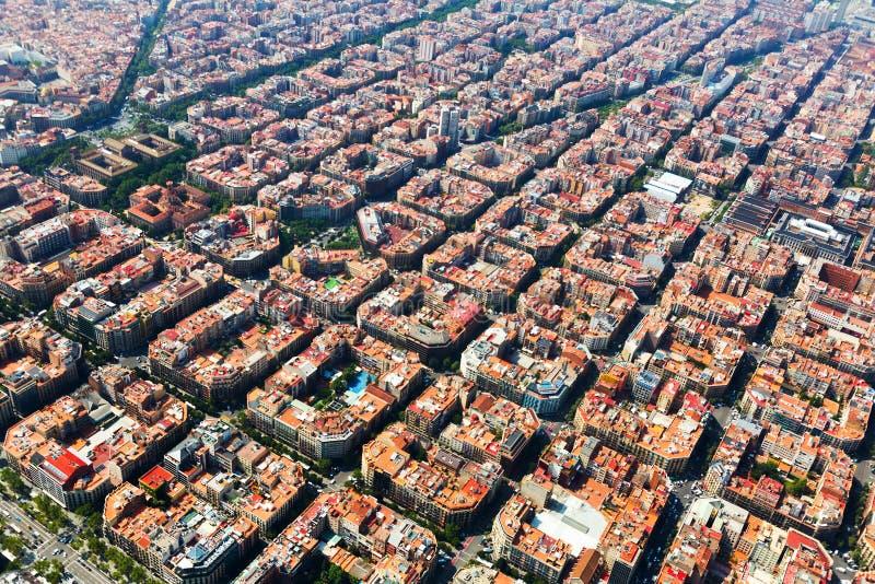 典型的大厦鸟瞰图在扩展区的 巴塞罗那 免版税库存照片
